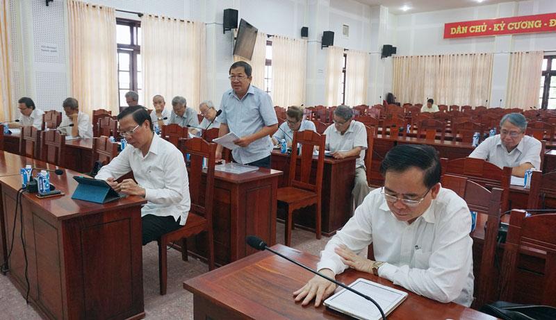 Đồng chí Nguyễn Văn Tuân - nguyên Tỉnh ủy viên khóa X, nguyên Chỉ huy trưởng Bộ Chỉ huy Bộ đội Biên phòng tỉnh phát biểu ý kiến tại hội.