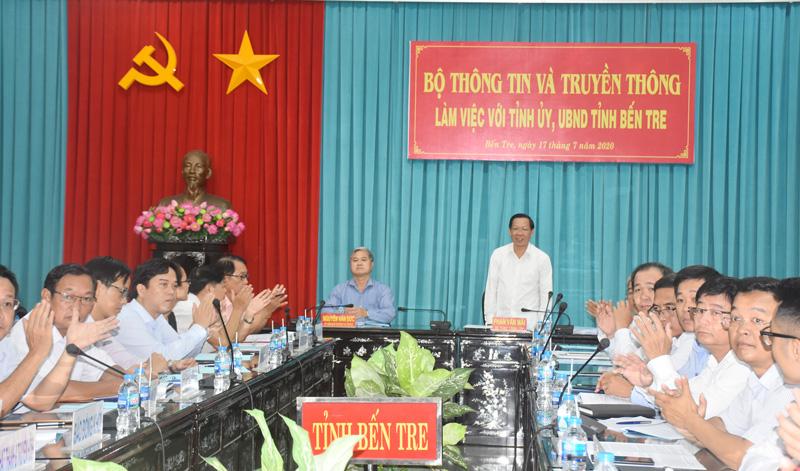 Bí thư Tỉnh uỷ Phan Văn Mãi trao đổi với Bộ Thông tin và Truyền thông tại buổi làm việc trực tuyến.