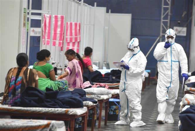 Một trung tâm chăm sóc bệnh nhân nhiễm COVID-19 tại New Delhi, Ấn Độ, ngày 17-7-2020. Ảnh: THX/TTXVN