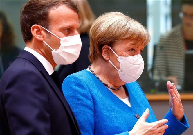 Tổng thống Pháp Emmanuel Macron (trái) và Thủ tướng Đức Angela Merkel tại Hội nghị thượng đỉnh EU ở Brussels, Bỉ, ngày 18-7-2020. Ảnh: AFP/ TTXVN