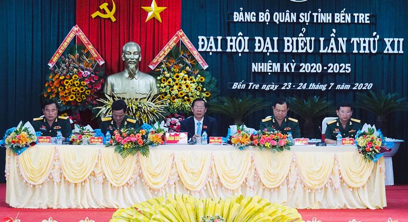 Đoàn chủ tịch Đại hội đại biểu Đảng bộ Quân sự tỉnh lần thứ XII, nhiệm kỳ 2020 - 2025. Ảnh: Quốc Hùng