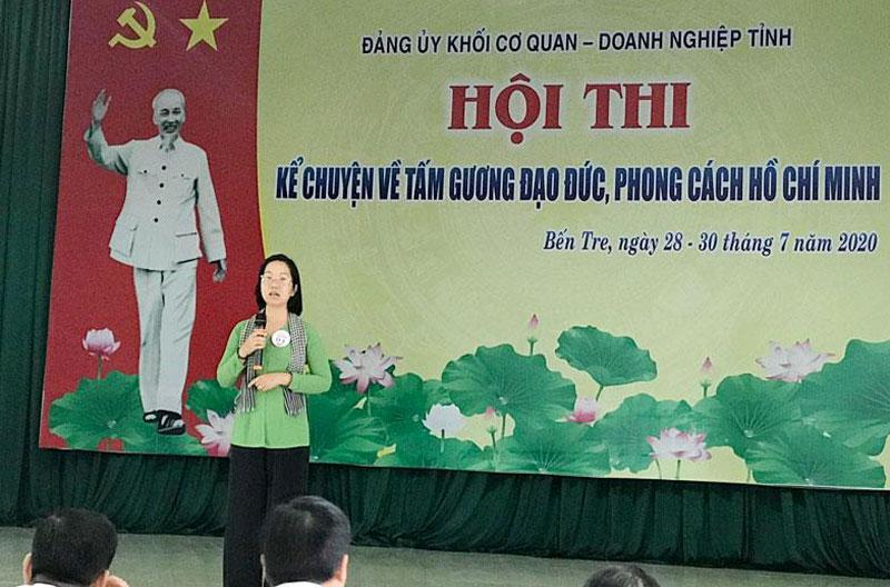 Thí sinh đơn vị Ban Dân vận Tỉnh ủy trình bày phần dự thi tại vòng chung kết. Ảnh: CTV