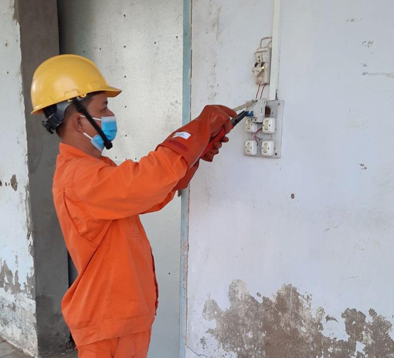 Khuyến cáo nên thường xuyên kiểm tra hệ thống điện đảm bảo an toàn.