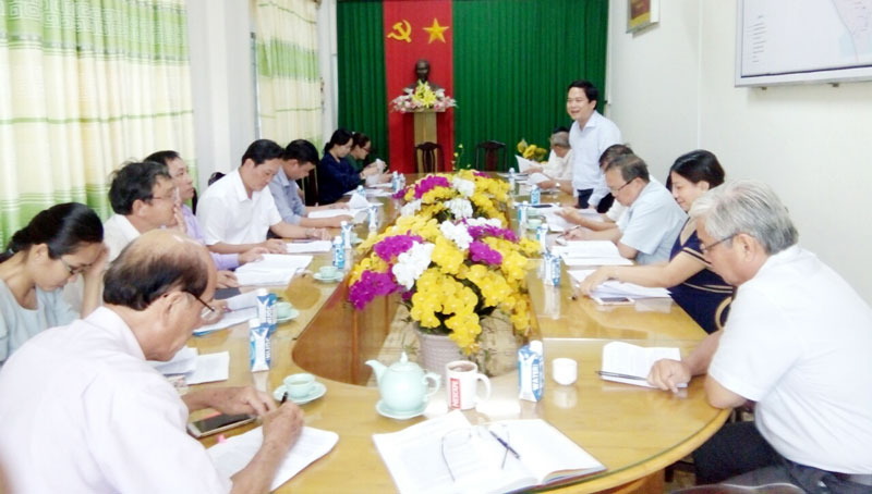 Giám đốc Sở Khoa học và Công nghệ Lâm Văn Tân phát biểu tại cuộc họp lấy ý kiến các ngành. Ảnh: Đặng Cử