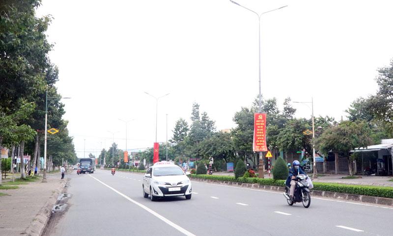 Hệ thống đèn trên đường Đồng Văn Cống đã được thay thế bằng đèn Led.
