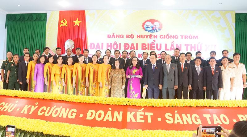 Ban Chấp hành Đảng bộ huyện nhiệm kỳ 2020 - 2025 ra mắt hứa hẹn trước Đại hội.