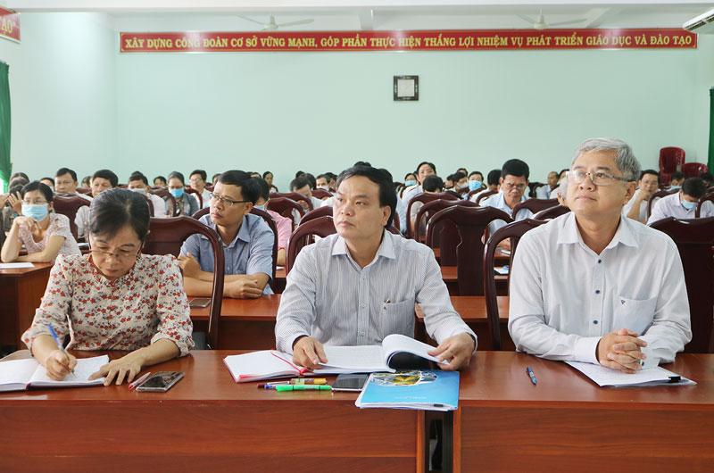 Phó chủ tịch Thường trực UBND tỉnh Nguyễn Văn Đức chủ trì cuộc họp.