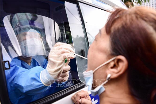 Một điểm xét nghiệm COVID-19 tại Đại Liên, tỉnh Liêu Ninh, Trung Quốc ngày 29-7-2020. Ảnh: AFP/TTXVN