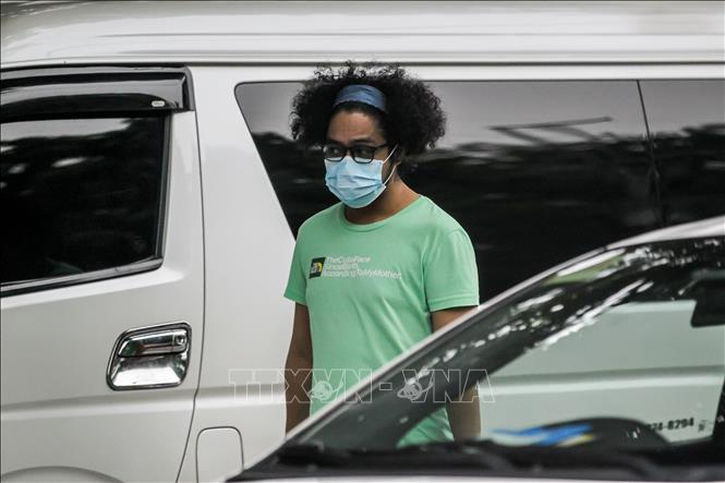 Người dân đeo khẩu trang phòng dịch COVID-19 ở Manila, Philippines ngày 2-8-2020. Ảnh: THX/TTXVN
