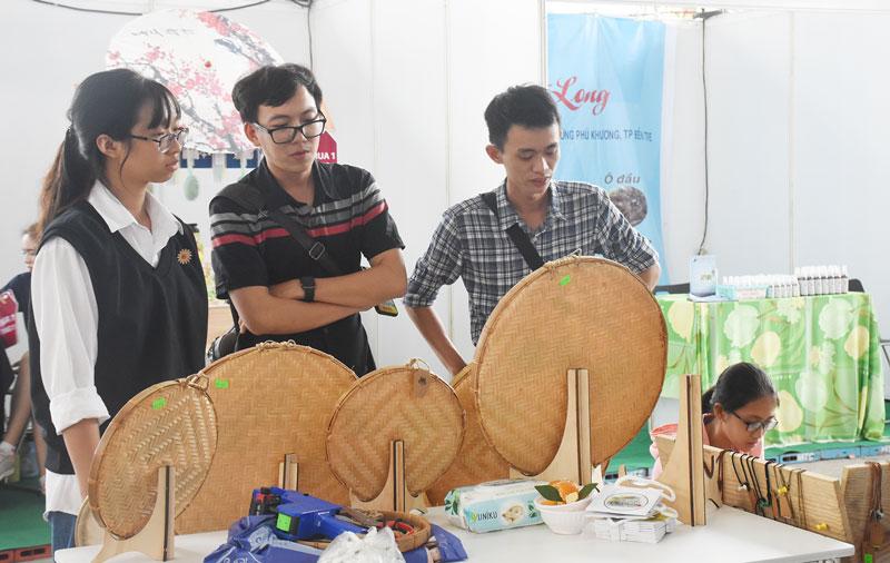 Trung tâm Xúc tiến đầu tư và khởi nghiệp hỗ trợ đưa sản phẩm khởi nghiệp tiếp cận thị trường. Ảnh: C.Trúc