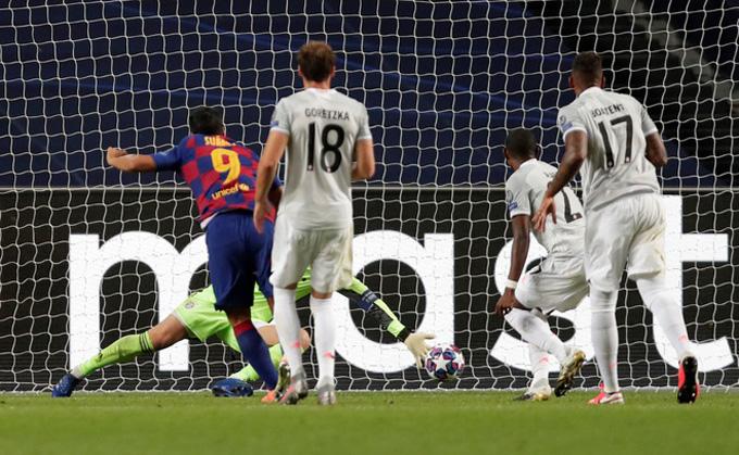 Suarez ghi bàn thắng thứ 2 cho Barca