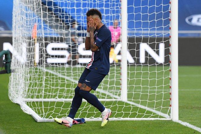 Neymar 2 lần dứt điểm trúng cột dọc trong hiệp 1
