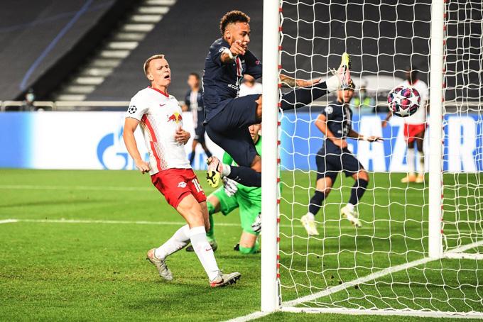 Bernat ghi bàn thắng ấn định tỷ số 3-0 cho PSG