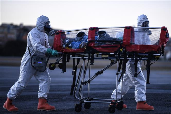 Diễn tập chuyển bệnh nhân COVID-19 tại sân bay Pampulha, vùng Belo Horizonte, bang Minas Gerais, Brazil ngày 22-7-2020. Ảnh: AFP/TTXVN
