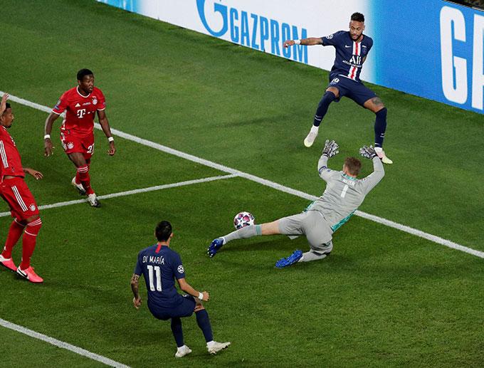 Neymar có cơ hội rất tốt nhưng không thể thắng được Neuer