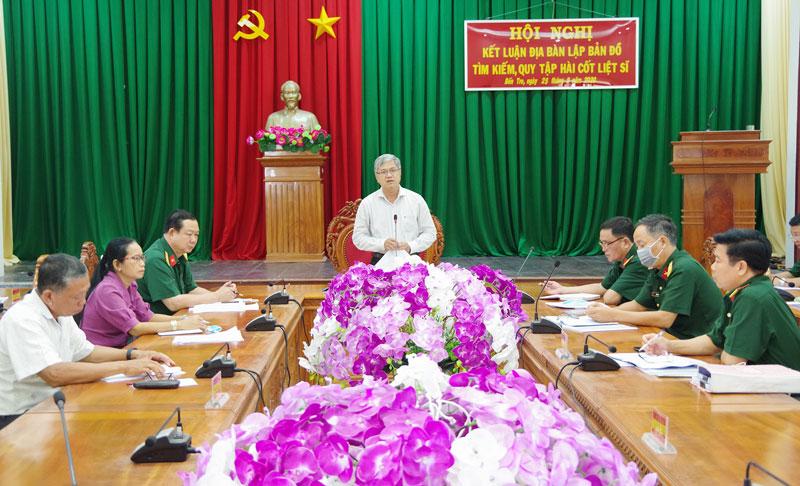 Phó chủ tịch Thường trực UBND tỉnh Nguyễn Văn Đức phát biểu tại hội nghị.