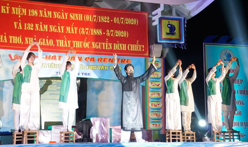 Hoạt động biểu diễn ca ngợi cụ Đồ Chiểu trong dịp Ngày truyền thống VH tỉnh 1-7