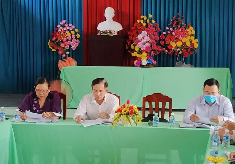 Đoàn kiểm tra của Huyện ủy tại buổi làm việc.