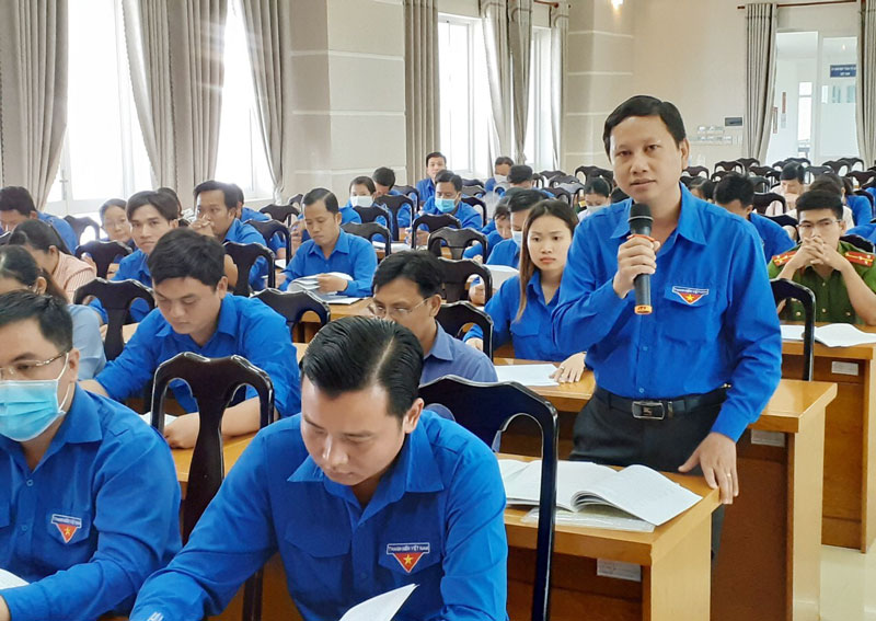 Đại biểu đóng góp ý kiến tại hội nghị.