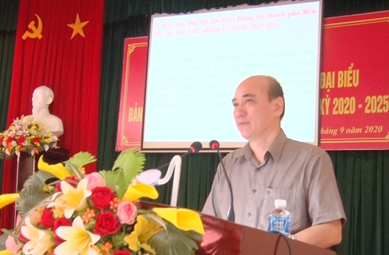 Bí thư Thành ủy Nguyễn Văn Tuấn phát biểu chỉ đạo hội nghị.
