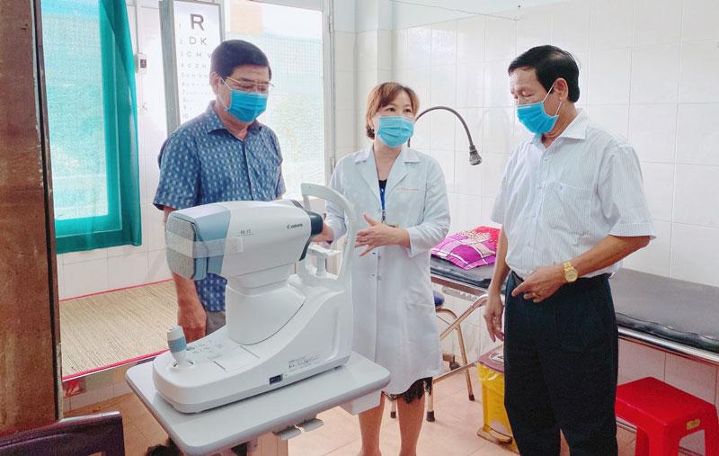 Trang thiết bị y tế được bàn giao và đưa vào sử dụng tại Trung tâm y tế huyện.