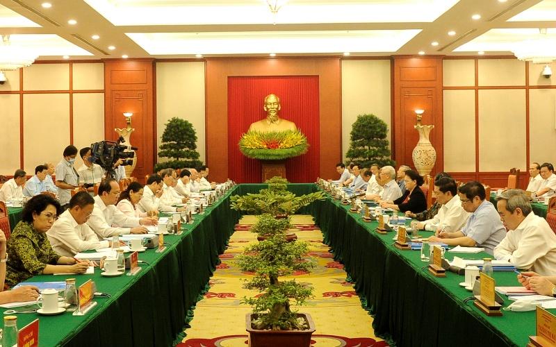 Tập thể Bộ Chính trị làm việc với Ban Thường vụ Thành ủy Thành phố Hồ Chí Minh.