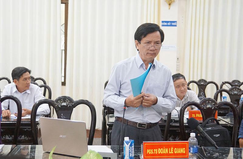PGS.TS. Đoàn Lê Giang - Trường Đại học Khoa học Xã hội và Nhân văn TP. Hồ Chí Minh phát biểu tại hội thảo.  Ảnh: Ánh Nguyệt
