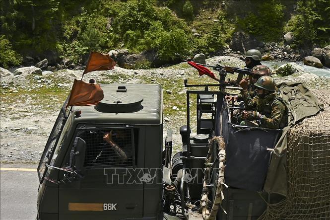 Binh sĩ Ấn Độ tuần tra tại Gagangir, khu vực biên giới giữa Ấn Độ và Trung Quốc. Ảnh: AFP/TTXVN