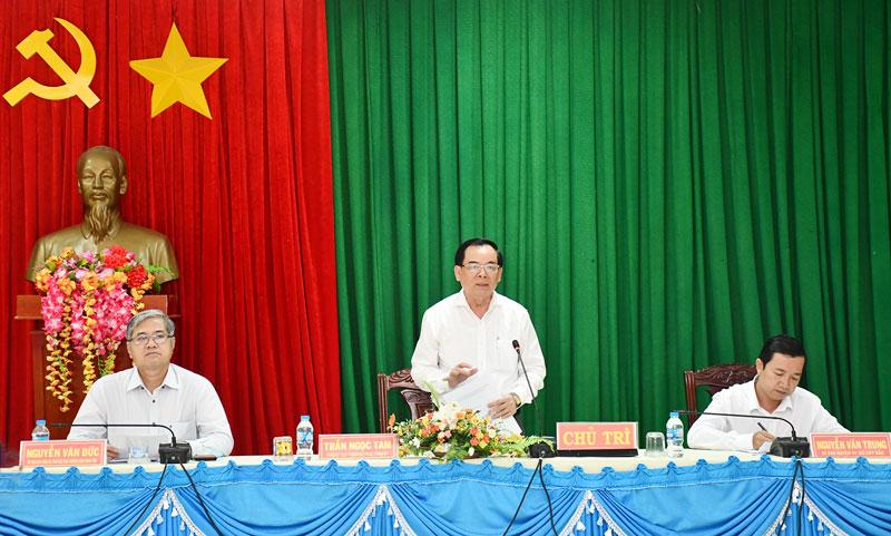 Phó bí thư Thường trực Tỉnh ủy Trần Ngọc Tam phát biểu.