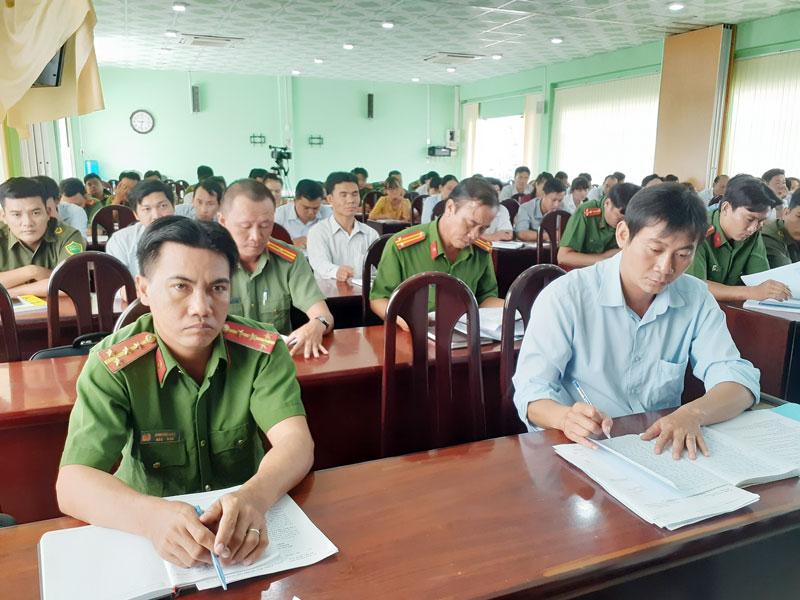 Đại biểu tham dự hội nghị.