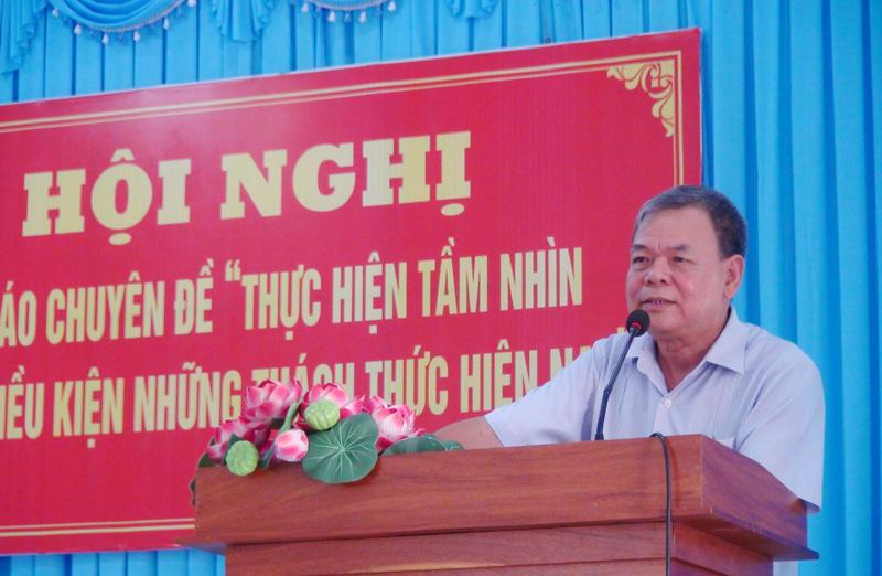 Nguyên Bí thư Tỉnh ủy Võ Thành Hạo báo cáo tại hội nghị.