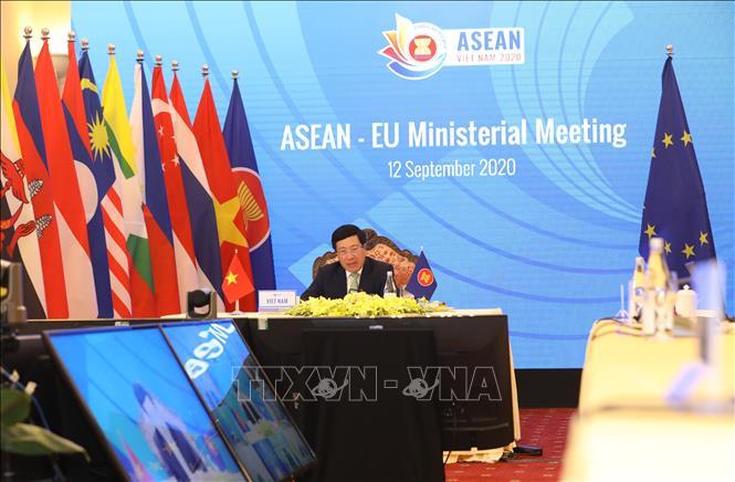 Phó thủ tướng, Bộ trưởng Ngoại giao Phạm Bình Minh phát biểu tại Hội nghị Bộ trưởng Ngoại giao ASEAN - Liên minh châu Âu (EU). Ảnh: Văn Điệp/TTXVN
