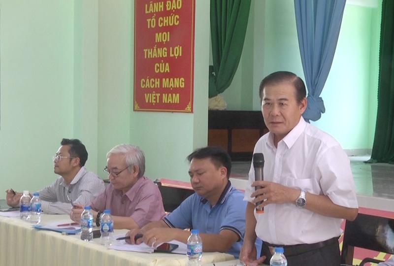 Phó bí thư Thường trực Huyện ủy Lê Văn Tùng  phát biểu tại buổi làm việc.