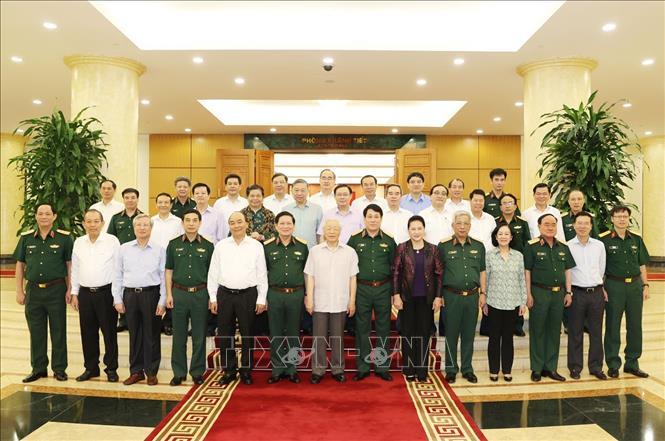 Tổng Bí thư, Chủ tịch nước Nguyễn Phú Trọng, Bí thư Quân ủy Trung ương cùng các đồng chí Ủy viên Bộ Chính trị và Ban Thường vụ Quân ủy Trung ương.