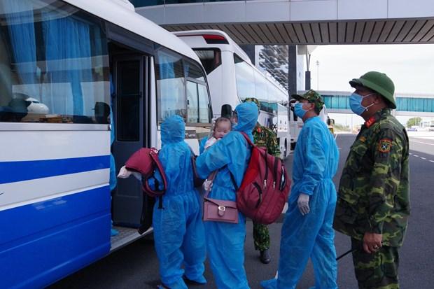 Đón 365 công dân Việt Nam trở về từ Hàn Quốc thực hiện cách ly y tế tại Khánh Hoà trong chiều 15-9. (Ảnh: Phan Sáu/TTXVN)