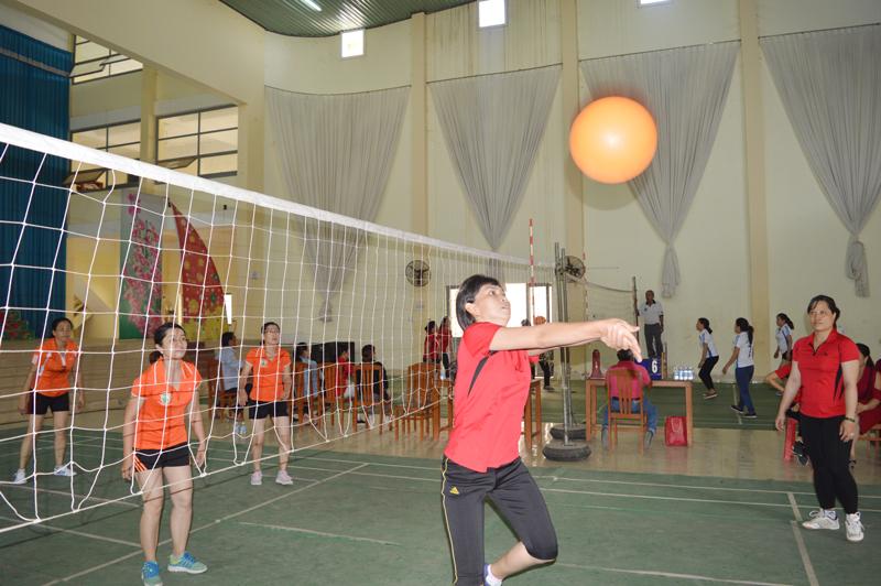 Một giải bóng chuyền hơi nữ cấp khu vực do Bến Tre đăng cai tổ chức.