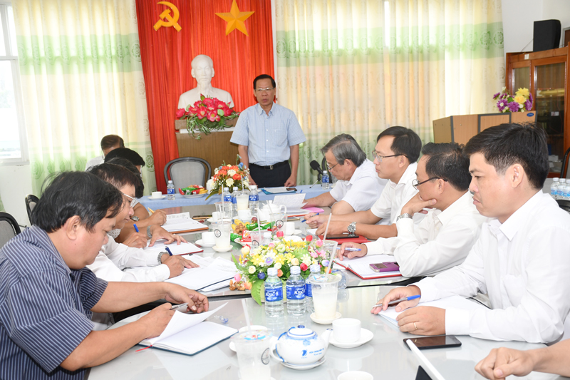 Bí thư Tỉnh ủy Phan Văn Mãi phát biểu tại buổi làm việc.
