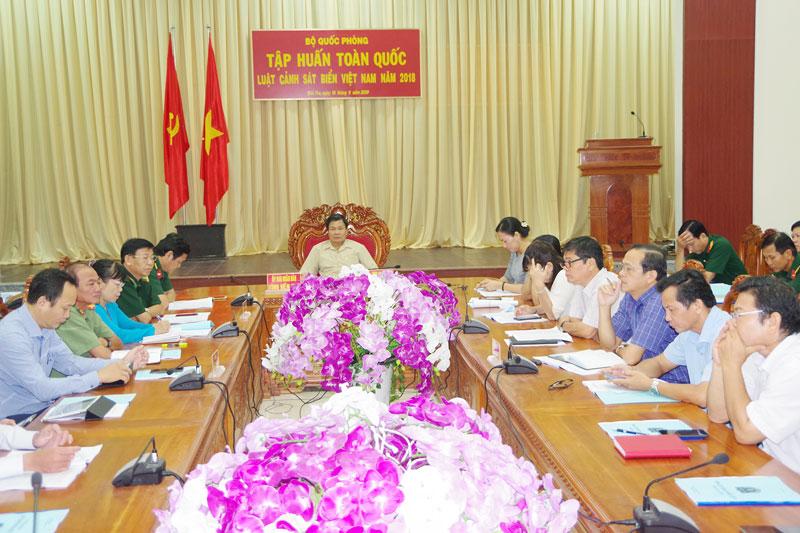 Quang cảnh buổi tập huấn Luật Cảnh sát biển Việt Nam tại điểm cầu Bến Tre.