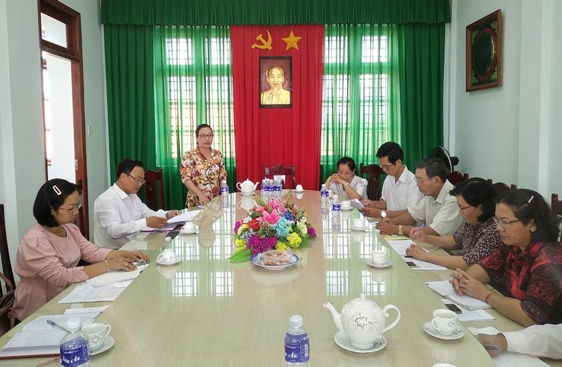 Bí thư Huyện ủy Giồng Trôm Nguyễn Trúc Hạnh phát biểu tại buổi làm việc.