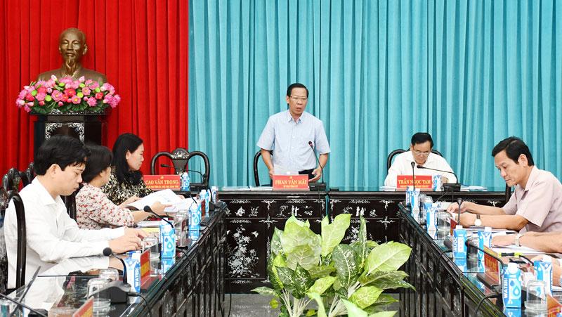 Các đại biểu tham dự cuộc họp.