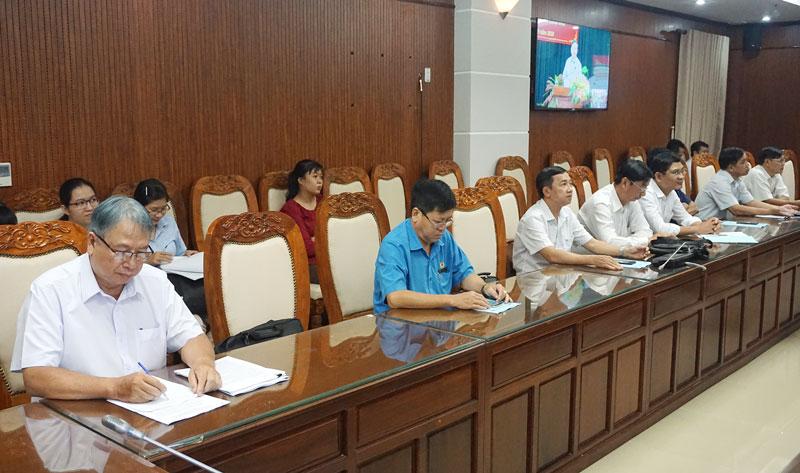 Trưởng Ban Tuyên giáo Tỉnh ủy Cao Văn Dũng - cùng các đại biểu tham dự tại điểm cầu tỉnh.