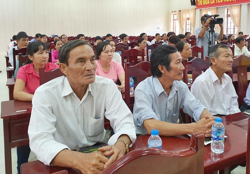 Đại biểu tham gia lớp tập huấn du lịch cộng đồng tại Giồng Trôm.
