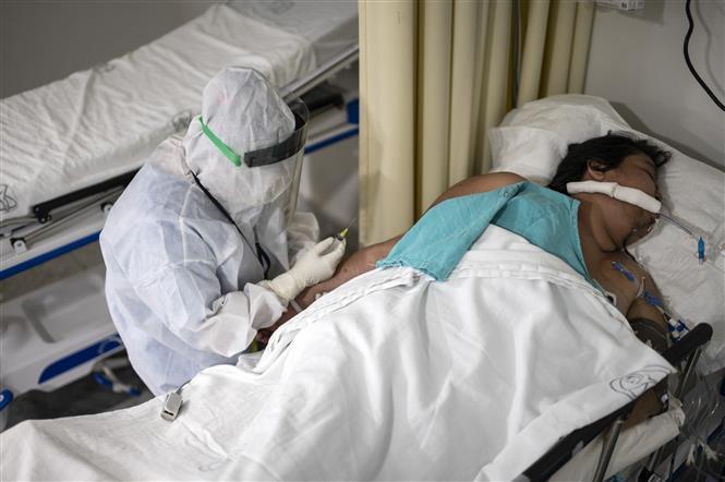 Bệnh nhân nhiễm COVID-19 điều trị tại bệnh viện ở Mexico City, Mexico. Ảnh: AFP/TTXVN