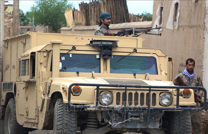 Lực lượng an ninh Afghanistan giao tranh với phiến quân Taliban ở tỉnh Kunduz ngày 13-4-2019. Ảnh: THX/TTXVN