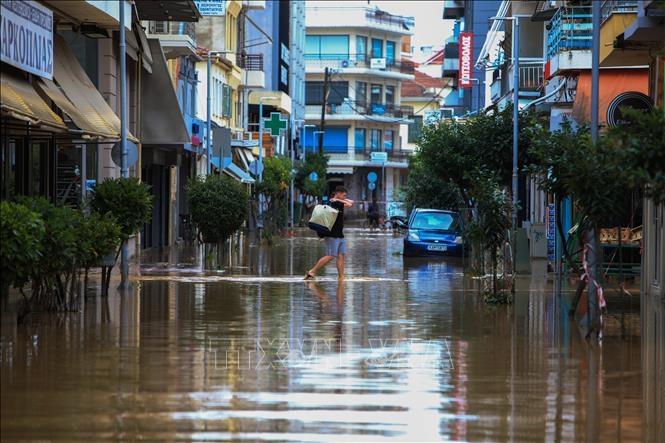 Cảnh ngập lụt sau mưa bão tại miền Trung Hy Lạp ngày 19-9-2020. Ảnh: AFP/TTXVN