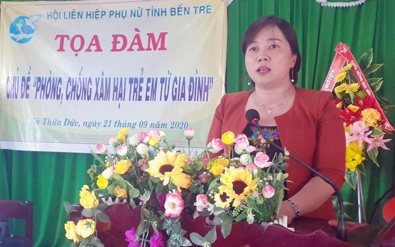 Chủ tịch Hội Liên hiệp Phụ nữ tỉnh Nguyễn Thị Kim Thoa phát biểu tại buổi tạo đàm.