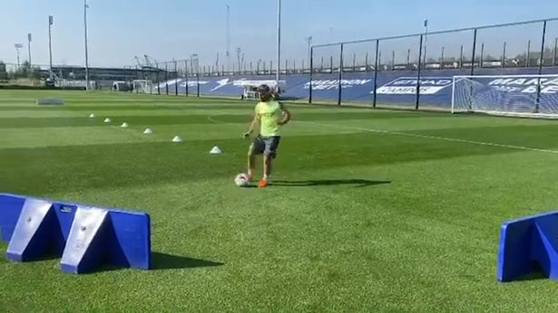 Aguero đã trở lại tập luyện sau chấn thương đầu gối