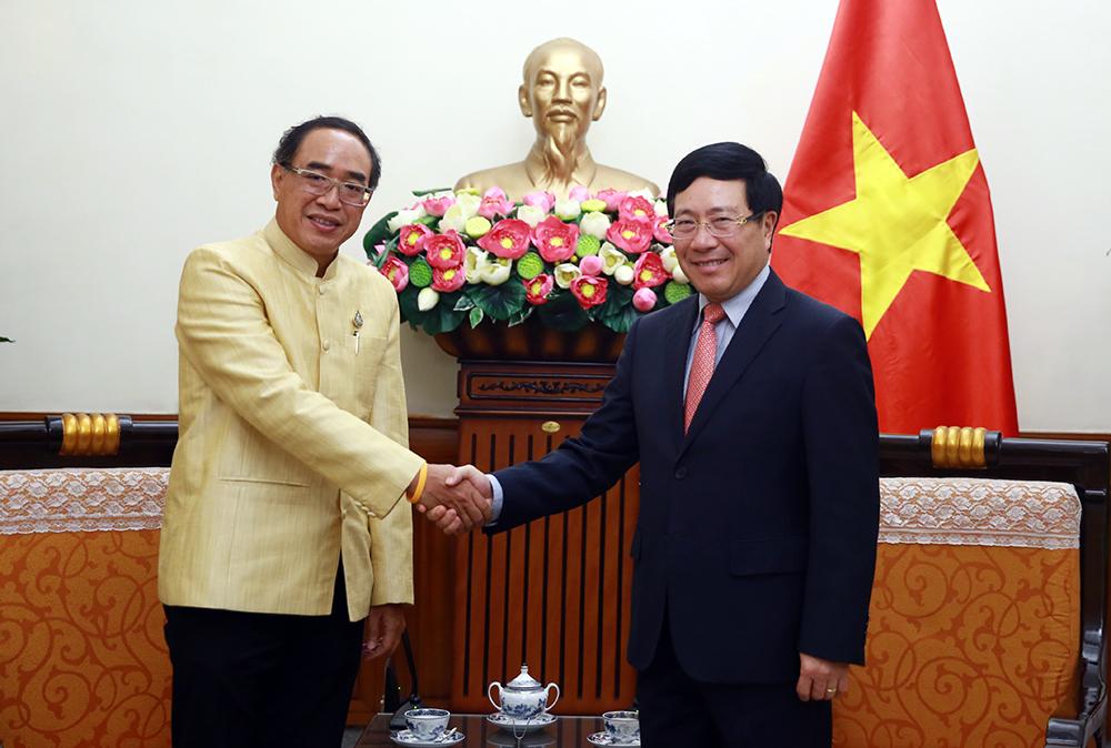 Phó Thủ tướng, Bộ trưởng Ngoại giao Phạm Bình Minh và Đại sứ Thái Lan Thani Sangrat. - Ảnh: VGP/Hải Minh