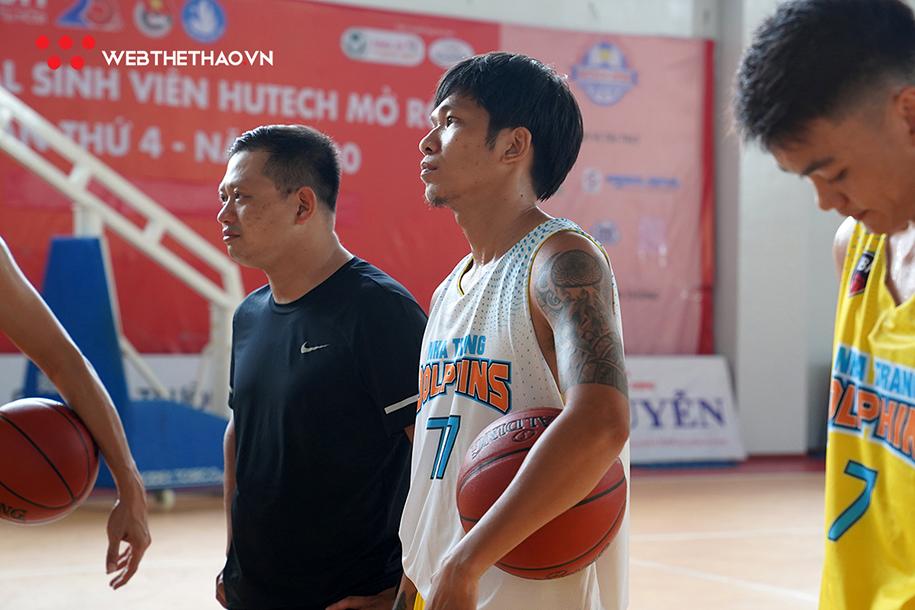 Ông Hứa Phong Hảo cùng cầu thủ kỳ cựu Võ Văn Thanh