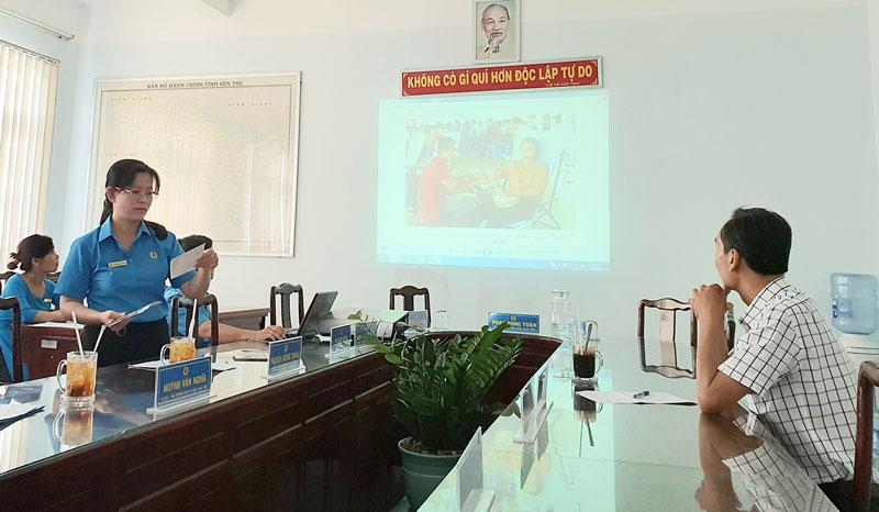 """Ban tổ chức báo cáo kết quả chấm giải cuộc thi ảnh """"Nét đẹp Công đoàn và người lao động""""."""